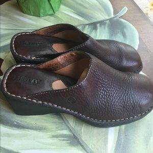 BORN LEATHER CLOGS WEDGES SIZE 9